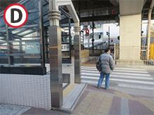 新御堂筋の下の横断歩道